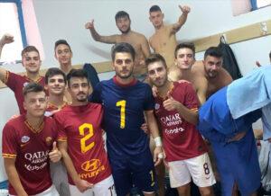 I ragazzi della Soccer Montalto festeggiano la vittoria all'esordio in prima categoria contro l'Angotti di Torano.
